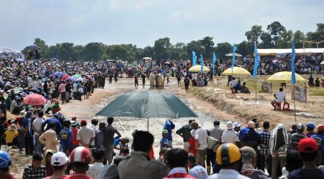 Độc đáo hội đua bò Bảy Núi thu hút hàng nghìn lượt du khách tới cổ vũ  - 26