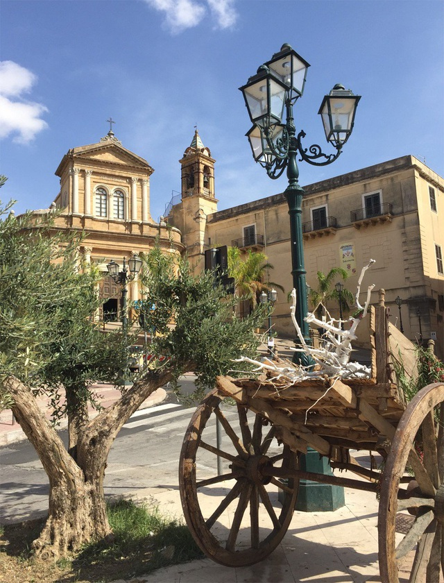 Người Trung Quốc đổ xô đến mua nhà ở Sicily, Ý không chỉ vì giá 1 euro - 2