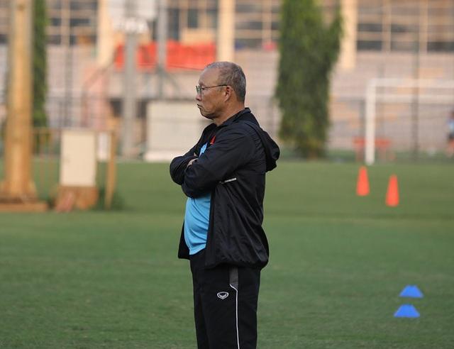 HLV Park Hang Seo tập tễnh, tuyển thủ Việt Nam lo lắng - Ảnh minh hoạ 6