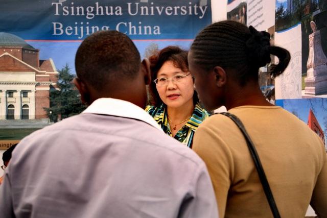"""Trung Quốc dùng chiến lược học bổng khuếch trương """"sức mạnh mềm"""" tại châu Phi - 1"""