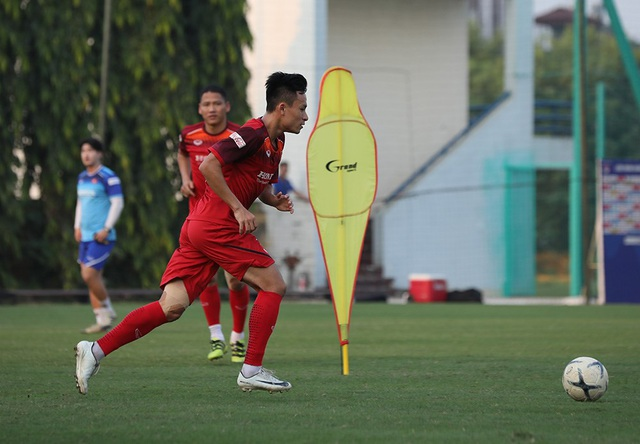 HLV Park Hang Seo tập tễnh, tuyển thủ Việt Nam lo lắng - Ảnh minh hoạ 7