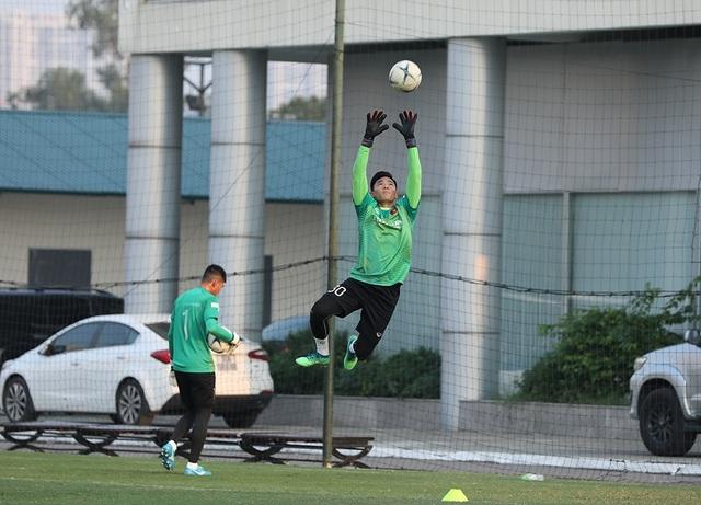 HLV Park Hang Seo tập tễnh, tuyển thủ Việt Nam lo lắng - Ảnh minh hoạ 3