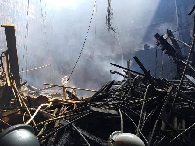 Hình ảnh tan hoang đổ nát trong Cung hữu nghị Việt Xô sau vụ cháy lớn - 3