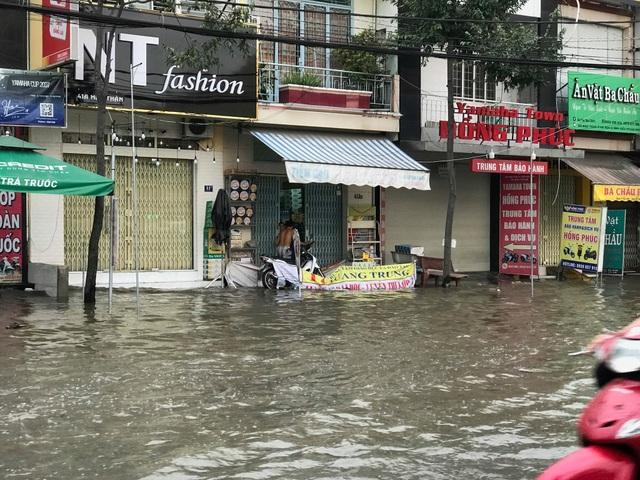 Triều cường dâng cao, đường phố Cần Thơ, Vĩnh Long lênh láng nước - 3
