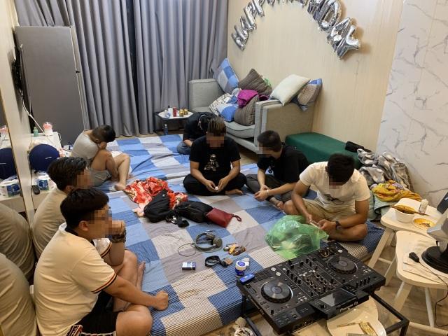 Hàng chục người nghi sử dụng ma tuý trong chung cư - 2