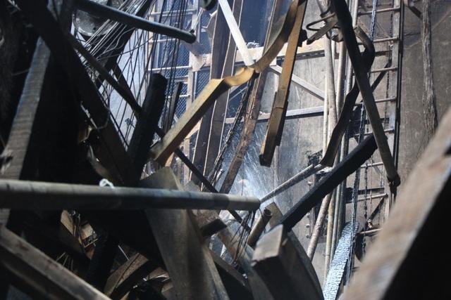 Hình ảnh tan hoang đổ nát trong Cung hữu nghị Việt Xô sau vụ cháy lớn - 6