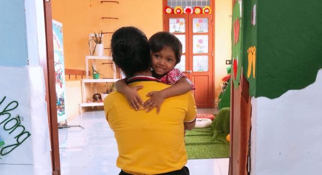 Cô giáo vùng cao chào đón đầy yêu thương khiến trẻ vui đến trường - 3