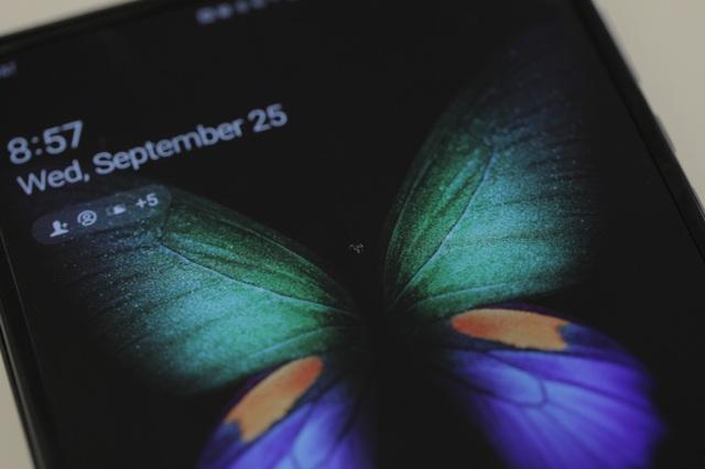 Galaxy Fold lại gặp sự cố về màn hình chỉ sau hơn một ngày sử dụng - 1