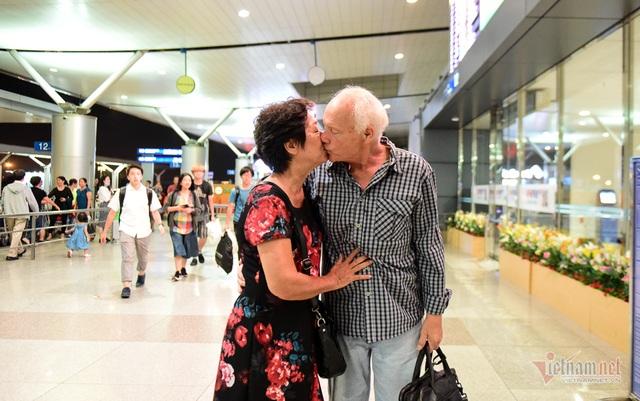 Nụ hôn chia tay người tình Việt 50 năm của cựu binh Mỹ trước khi lên máy bay - 13