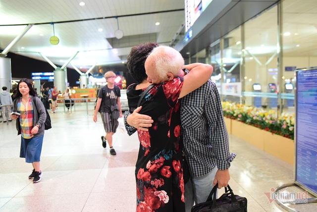 Nụ hôn chia tay người tình Việt 50 năm của cựu binh Mỹ trước khi lên máy bay - 14