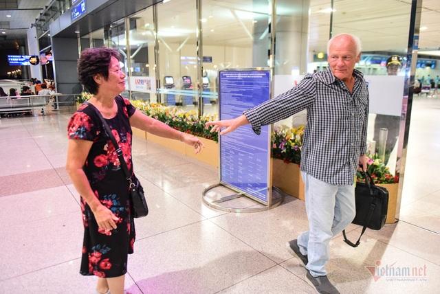 Nụ hôn chia tay người tình Việt 50 năm của cựu binh Mỹ trước khi lên máy bay - 15