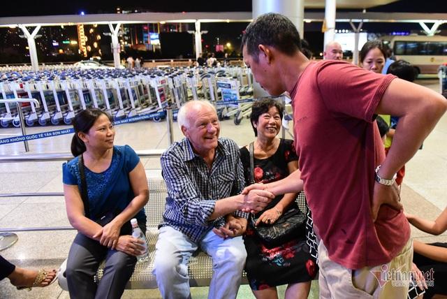Nụ hôn chia tay người tình Việt 50 năm của cựu binh Mỹ trước khi lên máy bay - 2