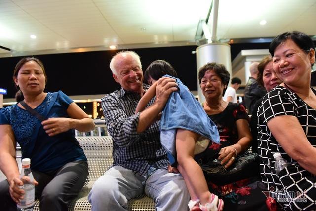Nụ hôn chia tay người tình Việt 50 năm của cựu binh Mỹ trước khi lên máy bay - 3