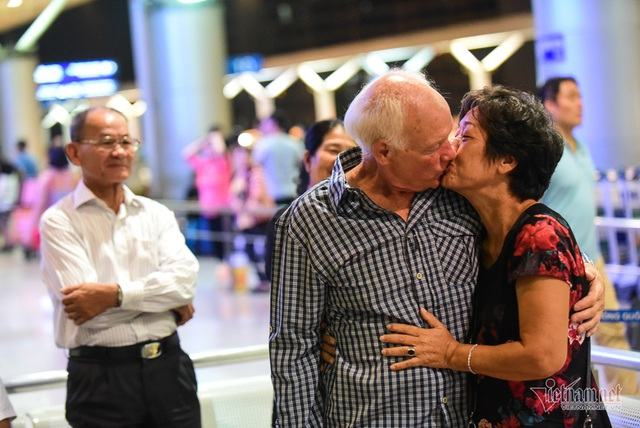 Nụ hôn chia tay người tình Việt 50 năm của cựu binh Mỹ trước khi lên máy bay - 8