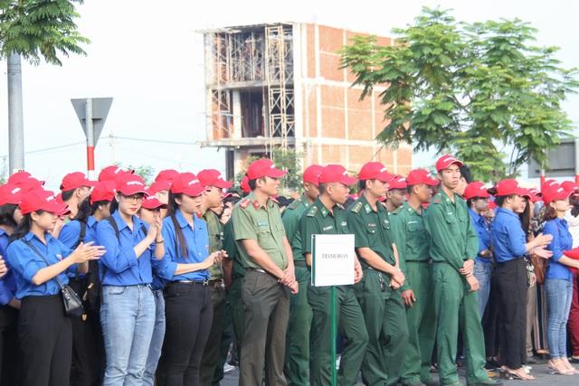 Hơn 2.000 người ra quân làm sạch môi trường tại Đà Nẵng - 1
