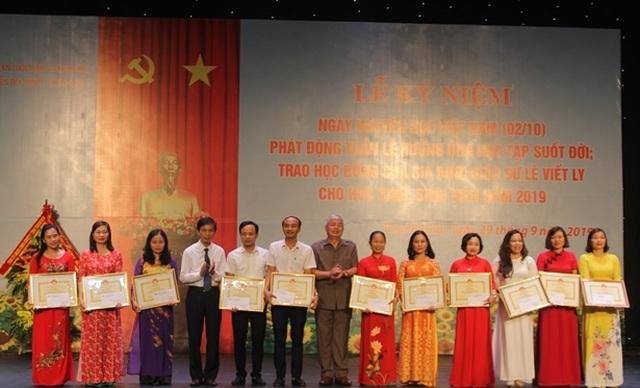 """Phó Chủ tịch UBND tỉnh Thanh Hóa: """"Hiếu học và khuyến học phải trở thành truyền thống của mỗi gia đình"""" - 2"""