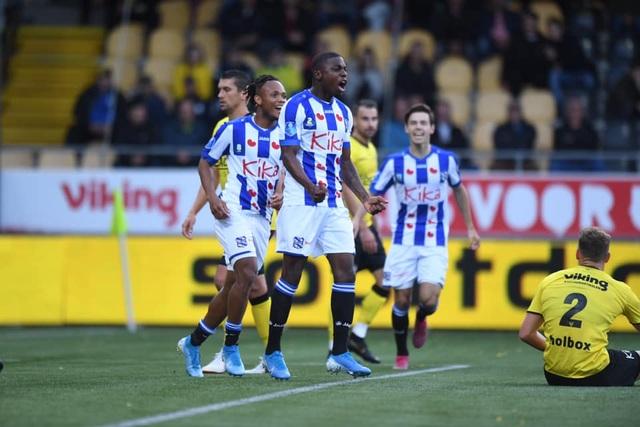 Văn Hậu không được ra sân trong ngày Heerenveen đại thắng - 1