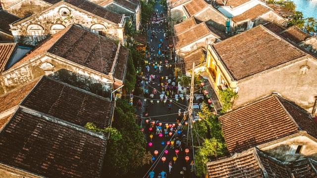 Dạo phố cổ Hội An trong nắng Thu vàng