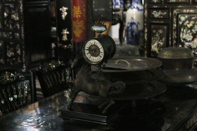 Độc đáo chiếc giường cổ có giá bạc tỷ ở Đồng Tháp - 16