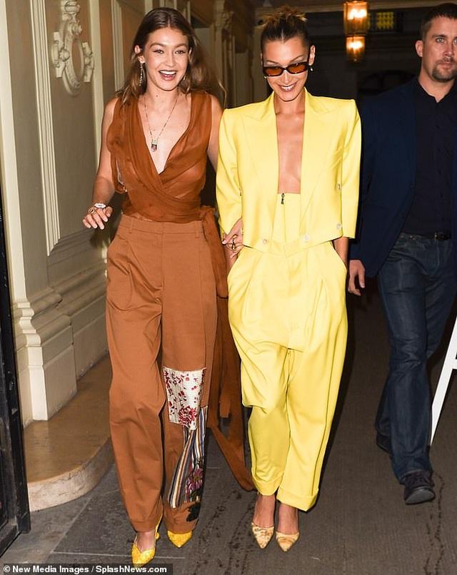 Chị em Bella Hadid mặc áo xẻ sâu táo bạo đi dự tiệc - 5