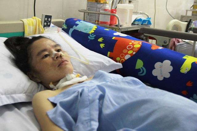 Mẹ con thai phụ thoát chết dưới gầm xe tải nghẹn ngào mong bữa ăn no - 1