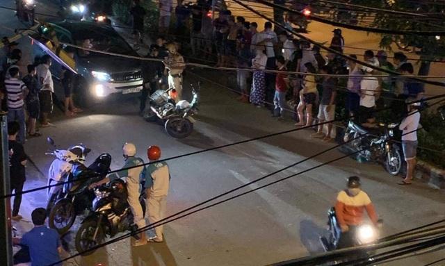 Tài xế ô tô tông thẳng vào xe của cảnh sát giao thông - 2
