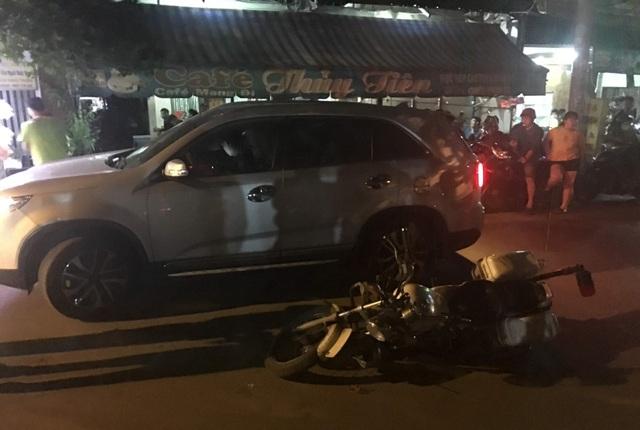 Tài xế ô tô tông thẳng vào xe của cảnh sát giao thông - 1