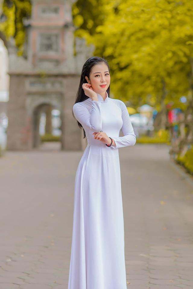 Mùa thu Hà Nội đượm tình trong mắt thiếu nữ Quảng Bình - 1