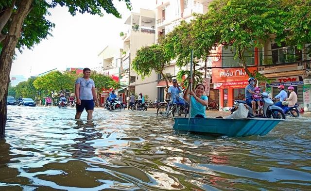 Người dân Sài Gòn, Cần Thơ quay cuồng lội nước trong ngày đầu tuần - 30