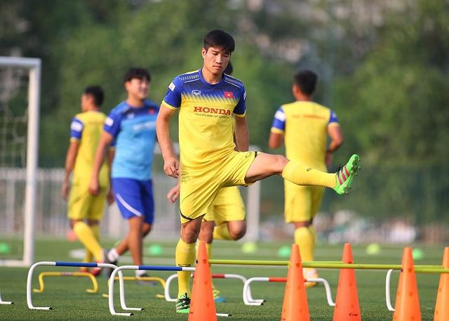 Cầu thủ U22 Việt Nam than khó vì tập sân nhân tạo, thầy Park không hài lòng - 9