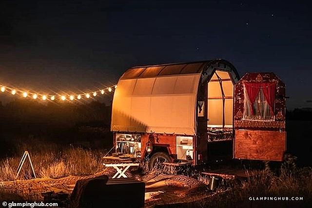 Hô biến xe ngựa trở thành một nhà nghỉ độc đáo giữa cánh đồng - 2
