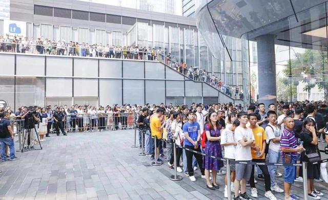 Người Trung Quốc xếp hàng mua điện thoại Huawei chẳng kém gì ở Apple Store - 5