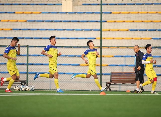 Cầu thủ U22 Việt Nam than khó vì tập sân nhân tạo, thầy Park không hài lòng - 8