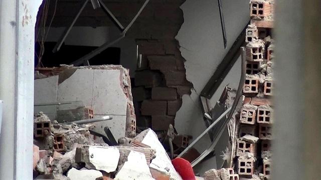 Khám xét căn nhà nghi liên quan đến vụ nổ tại Cục thuế Bình Dương - 6
