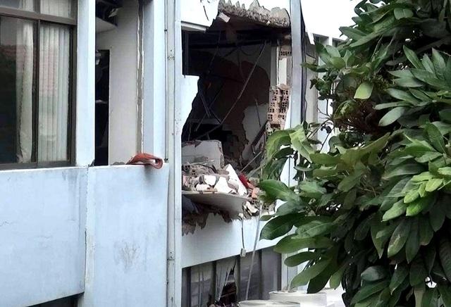 Khám xét căn nhà nghi liên quan đến vụ nổ tại Cục thuế Bình Dương - 5