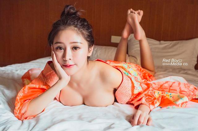 Trung Quốc: Cô gái mặc bikini bán trà sữa gây xôn xao - 8