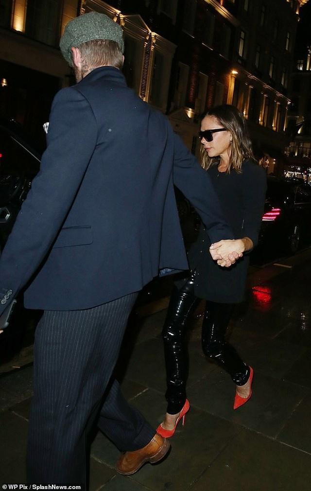 Vợ chồng Beckham hò hẹn tình cảm giữa bão tin đồn hôn nhân rạn nứt - 1