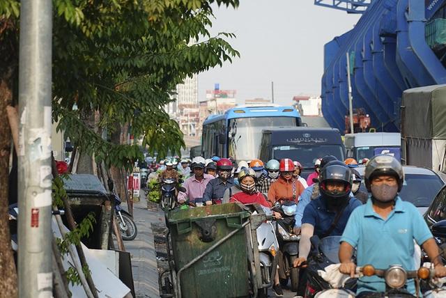 Hà Nội: Nín thở băng qua những con đường đau khổ - 11