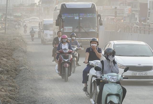 Hà Nội: Nín thở băng qua những con đường đau khổ - 2