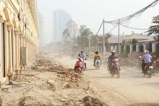 Hà Nội: Nín thở băng qua những con đường đau khổ - 4