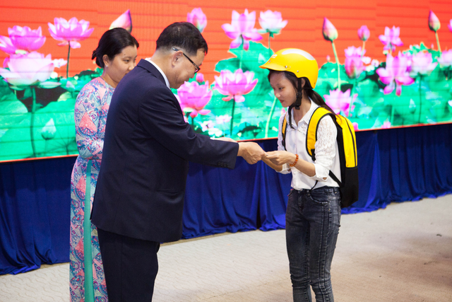 Doanh nghiệp nhận bằng khen của Thủ tướng Chính Phủ vì hoạt động cộng đồng - 1