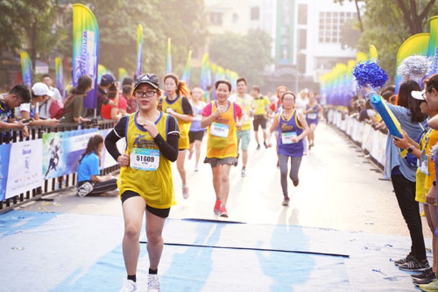 Gần 5.000 người chạy giải Revive Marathon xuyên Việt - 1