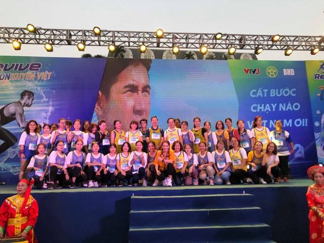 Gần 5.000 người chạy giải Revive Marathon xuyên Việt - 6