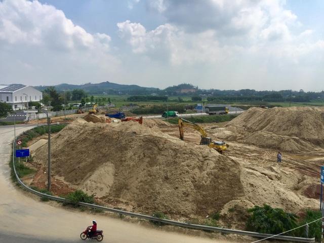 Đất dự án thành bãi cát trái phép: Xâm lấn hành lang an toàn quốc lộ 1A! - 4