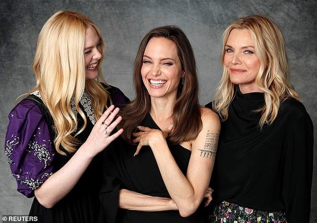 Angelina Jolie xinh đẹp tái xuất để quảng bá phim mới - 6