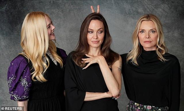 Angelina Jolie xinh đẹp tái xuất để quảng bá phim mới - 7