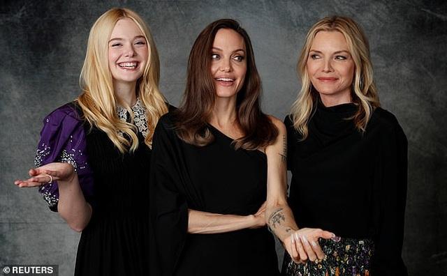 Angelina Jolie xinh đẹp tái xuất để quảng bá phim mới - 8
