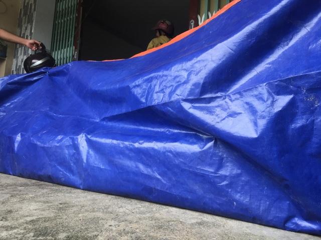 Người Sài Gòn vật vã lội sông, vượt nước ngập về nhà  - 6