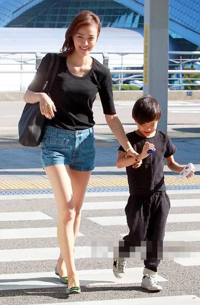 Từ cặp đôi bị phản đối, vợ chồng Kwon Sang Woo minh chứng 11 năm hôn nhân ngọt ngào - 10