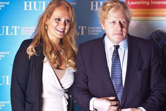 Thủ tướng Anh bị nghi có quan hệ tình ái ngoài luồng với nữ doanh nhân Mỹ - 1